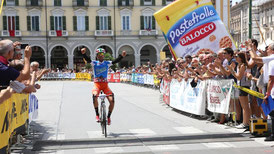 Le vainqueur sur la Piazza Galimberti