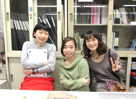留学コースの教室で井上、鳥海ちゃん、戸沢と