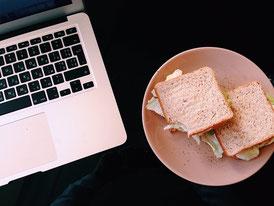Mittagessen im Büro