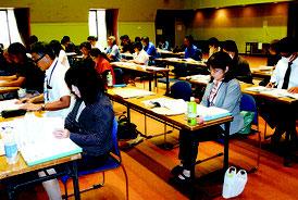 沖縄労働局が開いた法改正の説明会=16日午後、市民会館中ホール