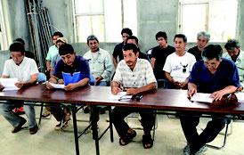 4公民館の館長らが抗議の記者会見をした=22日