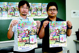 「石垣島でメリーコスプレ!」をPRする多良間氏と大工氏(左から)=3日午後、大濵信泉記念館