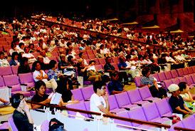 空席が目立った自衛隊配備反対派の集会=22日夜、市民会館大ホール