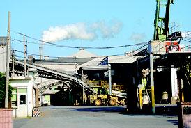 老朽化が進む石垣島製糖の工場=26日午後