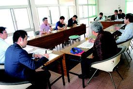 石垣市議会の新庁舎建設調査特別委員会が開かれた=20日、石垣市役所