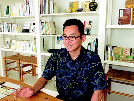 「会社の存在意義が大事」と語る鈴木社長=5月25日、ゆいまーる沖縄