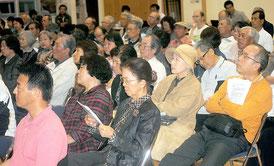 文科省の是正要求に抗議する緊急住民集会が開かれた=26日夜、市健康福祉センター