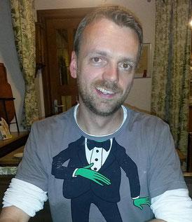 Timo, Mellis Ehemann, im veganen Restaurant