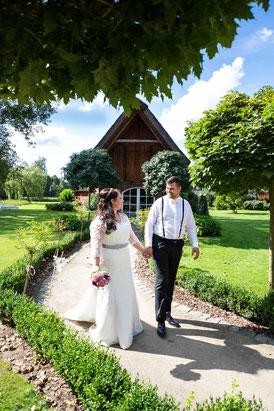 Brautpaar Jennifer und Florian auf dem Eggershof Soltau - Hochzeitsreportage FOTOFECHNER