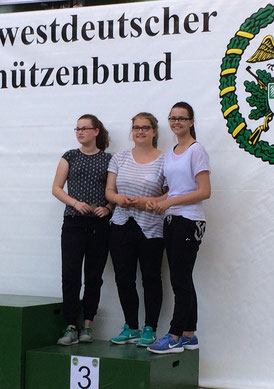 Von links: Julia Gamlin, Chantal Hey, Marie Dawert