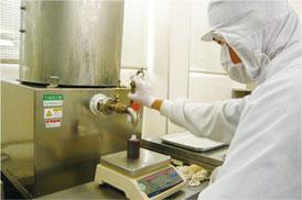 焼肉のたれ製造作業風景