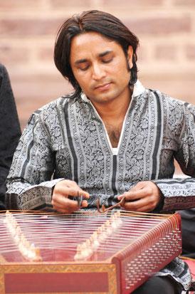 Nawab Khan, musicien indien, à Tours, le 4 juin 2015