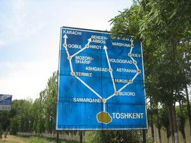 """Straßenschild am Wegesrand (oben rechts versteckt """"Gamburg"""" (bei uns besser bekannt als """"Hamburg"""")"""