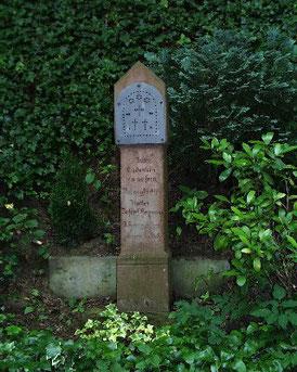Inschrift: Zum Andenken am unseren verunglückten Vatter Joseph Hornung - Herr gib ihm die ewige Ruh 1882 Siehe 1* unten