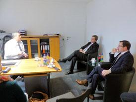 Foto von links: Firmeninhaber Udo Nagel, PSts Enak Ferlemann, Kai Seefried MdL