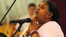 Amma chante des Bhajans