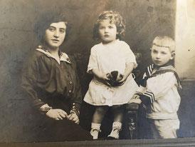 Thekla Kamm, née Sichel with children Fanny and Lothar