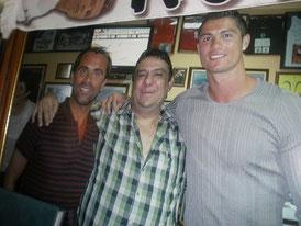 """der Chef vom Haus links neben Ronaldo ...klick ins Bild zur """"O Tapas"""" Internetseite"""