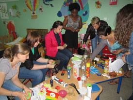 Atelier Nesting à la crèche Câlins et Trottinettes (Nancy)
