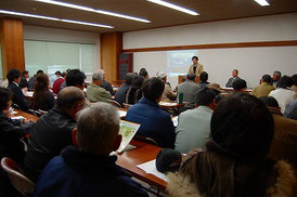 2011年度の説明会の様子 講師は㈱木村興農社 熊田研究員