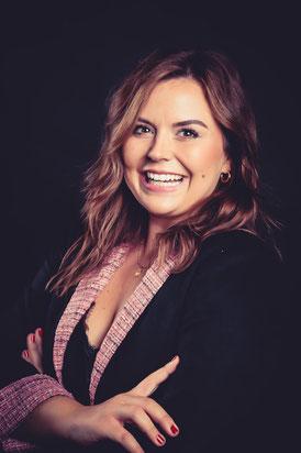 Selbständige Mary Kay Verkaufsdirektorin  ud Podcasterin aus dem Rhein Main Gebiet im Direktorinnen-Kostüm 2020