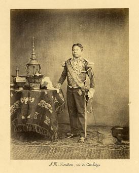 Sa Majesté le roi Norodom en tenue Empire.