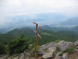 烏帽子山頂から望む上田市