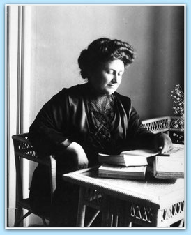 Maria Montessori ~ 1913 / Quelle: http://www.montessoricentenary.org (bearbeitet)