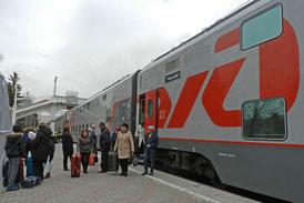 Doppelstocks-Schlafwagen der Russischen Eisenbahn RZD in Kislowodsk