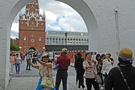 Touristen am Moskauer Kreml