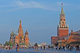Der Rote Platz in Moskau mit Basilius-Kathedrale und Lenin-Mausoleum
