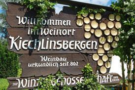 Holzschild Willkommen im Weinort Kiechlinsbergen