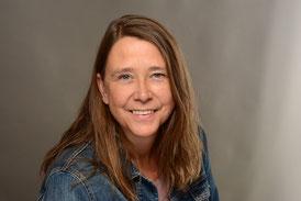 Bild Foto Portrait auf dem Frau Marten zu sehen ist mit mittelblonden langen Haaren blauen Augen freundlich lächelnd