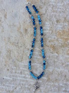 Perlenkette Perlen Halskette mit hell-dunkelblau facettierten Glasperlen, Lampion-Metallperlen silber und Herzanhänger in Antiksilber