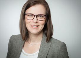 Deike Burkhardt als Leiterin von www.db-textservice.de