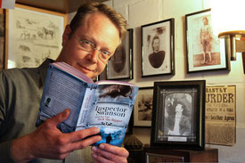 Robert C. Marley liest aus seinem Inspector Swanson Roman