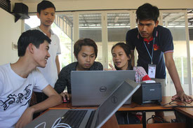 バーチャルカンパニーの1つEarlyphant( デジタルビジネスソリューション会社)に所属している学生がミーティングをしている様子