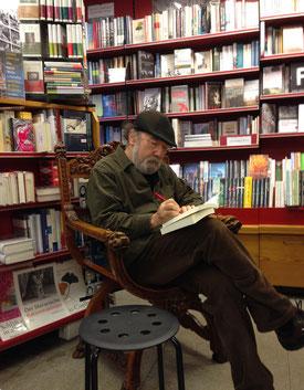 Buchkopf Peter Henisch in der Buchhandlung Leo (Foto: vielseitig)