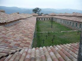修道院の墓地