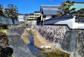 帝釈寺の裏を流れる箕川・・この付近にヘイケボタルが・・。
