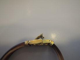 腕時計を固定するために必要な金具。今回はこの中留部分を修理。