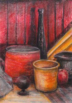 Ein wunderbares Stilleben in Rot-, Orange- und dunklen Violetttönen vor gestreiftem Hintergrund im Rotton. A wonderful still life in shades of red, orange and dark violet against a striped background in red.