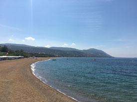 Der Strand direkt unterhalb des Hotels