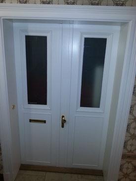 Neuanfertigung einer Wohnungseingangstür nach altem Vorbild, Sicherheitsglas, Weißlack