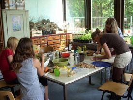 Das Klassenzimmer wird zur Küche umfunktioniert