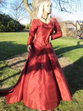 Keltisches Geewand aus Dupionseide aus dem Gewandatelier Mittelalter-Fashion