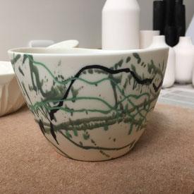Grand bol au décor jeté. Porcelaine. Atelier de céramique Brigitte Morel. Paris et Apt