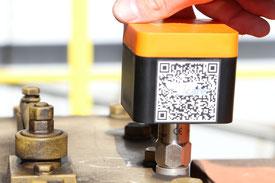 an Pumpe befestigte Überwachungseinheit Wi-care (Funk-Schwingungsmessung für die Industrie)