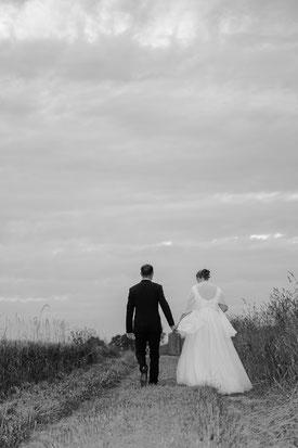 Photo reportage, photos de couple, mariage, Photographe spécialisée en photo en Normandie dans l'Eure (27), dans le Calvados (14), comme Bernay (27), Pont Audemer (27), Evreux (27), Deauville (14), Trouville (14), Honfleur (14), le Neubourg (27)...