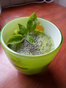 Komkommer-andijvie smoothie met chiazaad